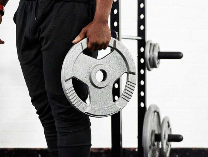 ejercicios con discos de pesas